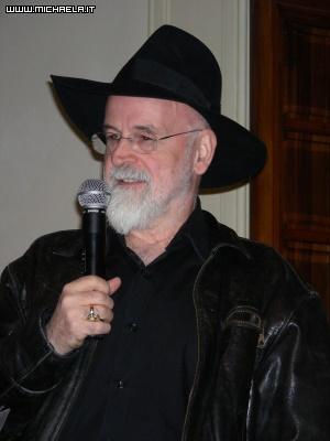 Terry Pratchett ed il suo caratteristico cappello